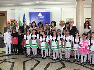 Кунева: Трябва да дадем още образователни възможности за децата от ромски произход