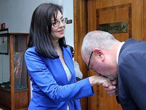 Меглена Кунева би първия звънец като министър