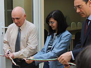 Министърът откри инфоцентър към университетска лаборатория