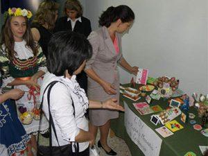 Зам.-министър откри изложба на ученически творби