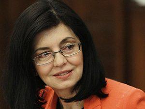 Кунева каза как ще реши проблема с учебните програми