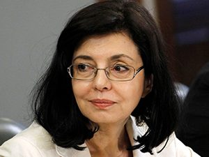 Министър Кунева: Учебните програми акцентират на националната история и литература