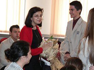 Меглена Кунева към ученици: Не преписвайте!