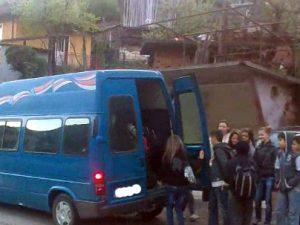 Деца в опасност по пътя към училище! (видео)