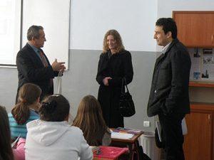 """Училище от Перник демонстрира проекти на тема """"Партнъорство за чисто училище"""""""