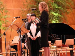 Наградиха зам.-министър Дамянова за приноса й за информираността за аутизма