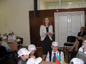 Зам.-министър Дамянова награждава призьори в конкурс за учители