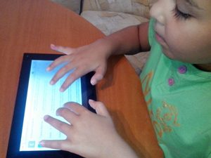 Насърчават малките ученици да четат в дигитален формат