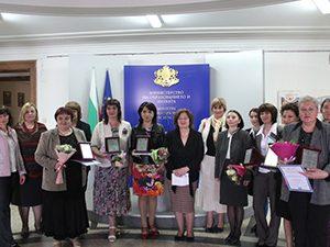 """Зам.-министър раздаде награди по проект """"Училище без насилие и стереотипи, определени от пола"""""""