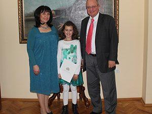 Министър Танев награди ученичка от Костенец