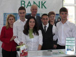Министърът впечатлен от Националната търговско-банкова гимназия
