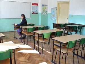 Учители в Ардинско работят без заплати!