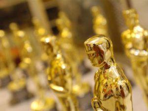 По света: Училище получи $ 10 000 от носителка на Оскар