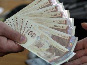 През март учителите ще получат увеличените заплати накуп