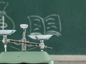 Увеличават училищните бюджети средно с 4%