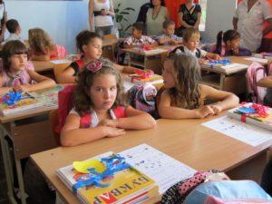Над 23 хил. семейства получават по 250 лева за първокласници