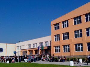 """816 училища получават средства по програма """"Без свободен час в училище"""""""