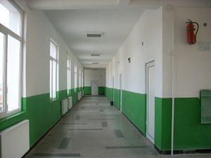 Ремонти текат в близо 900 училища в страната