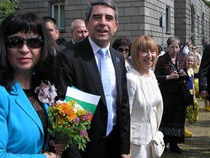 Президентът и министърът на образованието рамо до рамо на манифестация за 24 май