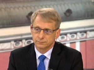 Министър Денков: Не може учителят да бъде виновен за всичко в училище