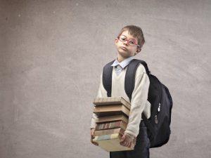МОН предприема мерки за олекотяването на ученическите раници