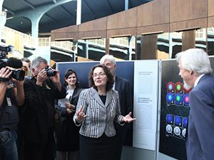 Министър Коларова: Българските ученици трябва да участват с проекти в конкурсите на ЦЕРН