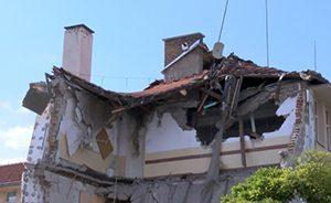 Министърът посети срутеното училище в Казанлък