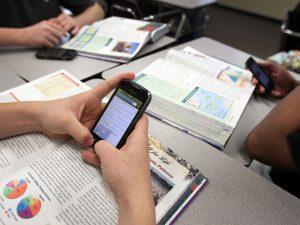 Ученици, които пишат срещу съученици във Facebook, може да бъда изключени от училището си