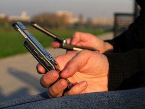 Любопитно: Гимназии примамват с мобифони