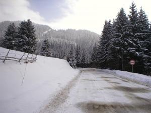 Снегът и студът затвориха близо 500 училища в страната