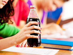 Край на продажбата на напитки с добавена захар в училищата
