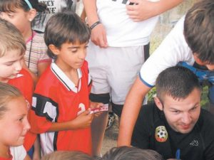 Футболен национал на посещение в петричко училище