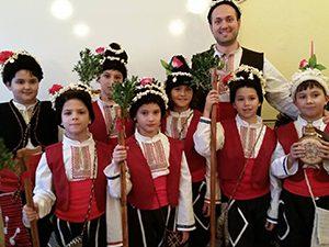 Учител от Велико Търново осигури незабравима Коледа на възпитаниците си