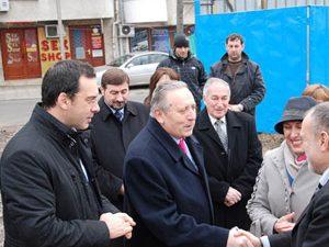 Министър Воденичаров направи първа копка на училищен спортен комплекс