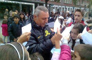 Стоичков дари 300 деца в кампания за популяризиране на спорта