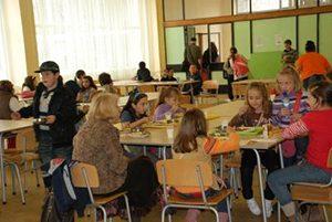 Над половината от училищата нямат стол за хранене