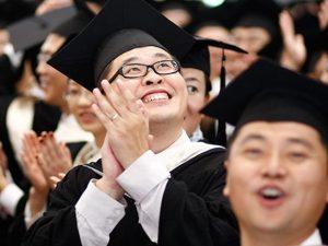 Завършилите висше образование в ЕС устойчиво се увеличават
