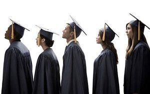 Всеки трети 12-токласник иска да продължи да учи навън