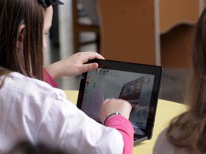 """30 СОУ """"Братя Миладинови"""" демонстрира в открит урок ефективността на образователния модел """"преносим компютър за всеки ученик"""""""
