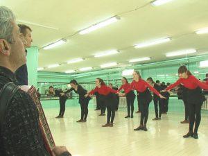 Учители и ученици в Добрич недоволстват от закриването на танцовата паралелка