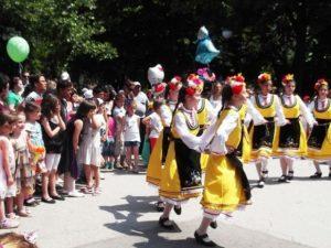 Във видинското Ново село борят агресията в училище с народни танци