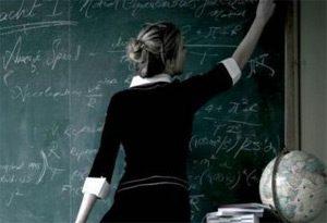 Майка преби учителка, прелъстила сина й