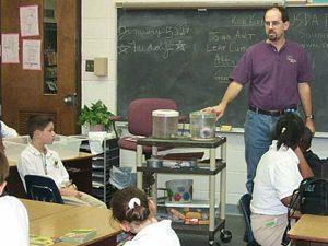 По министерски план: Повече мъже учители