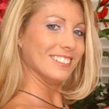 Любопитно: Минало на порноактриса донесе уволнение на учителка