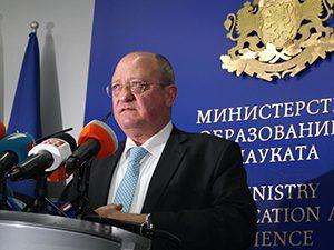 """Тодор Танев: """"Мъртвите души"""" в клас са престъпление"""