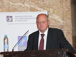 Проф. Танев: Сигурността отдавна не се изчерпва с отбраната