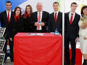 Министърът посети Националната търговско-банкова гимназия