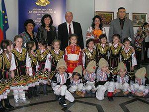 Сурвакаха министър Танев по случай Ромската Нова година