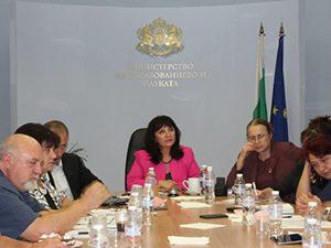 В МОН се проведе заседание на Съвета за тристранно сътрудничество в средното образование