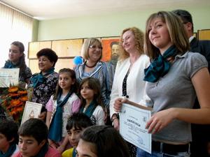 Цецка Цачева се върна в училище